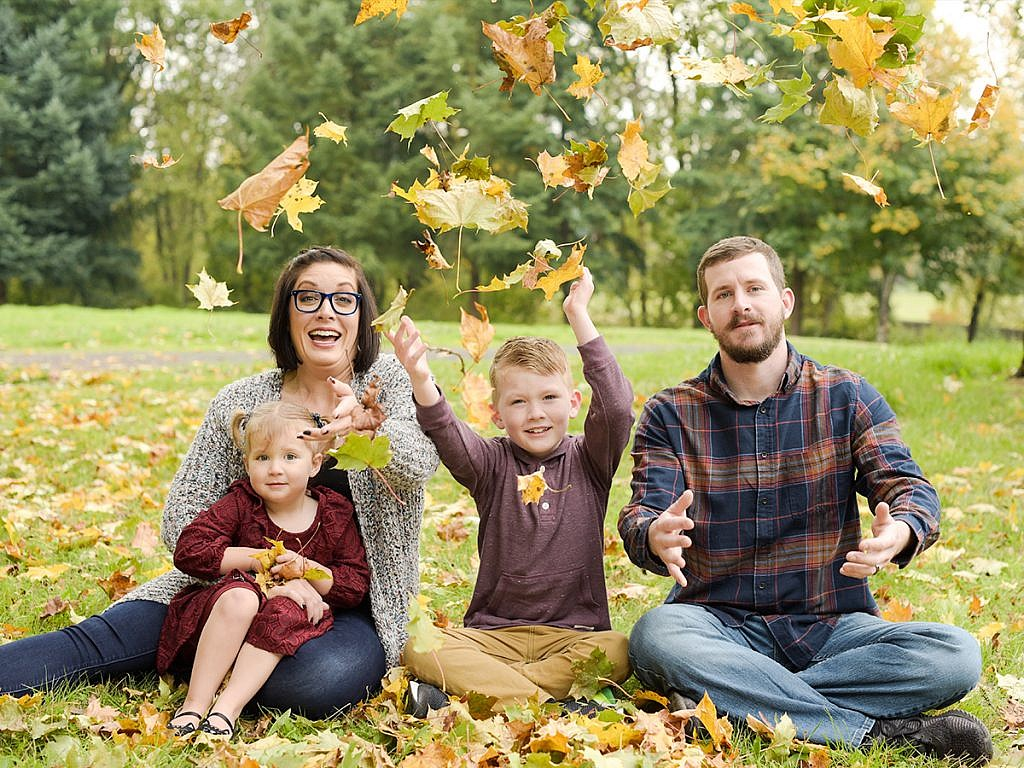 fall leaves family portrait Anna Graf Photography