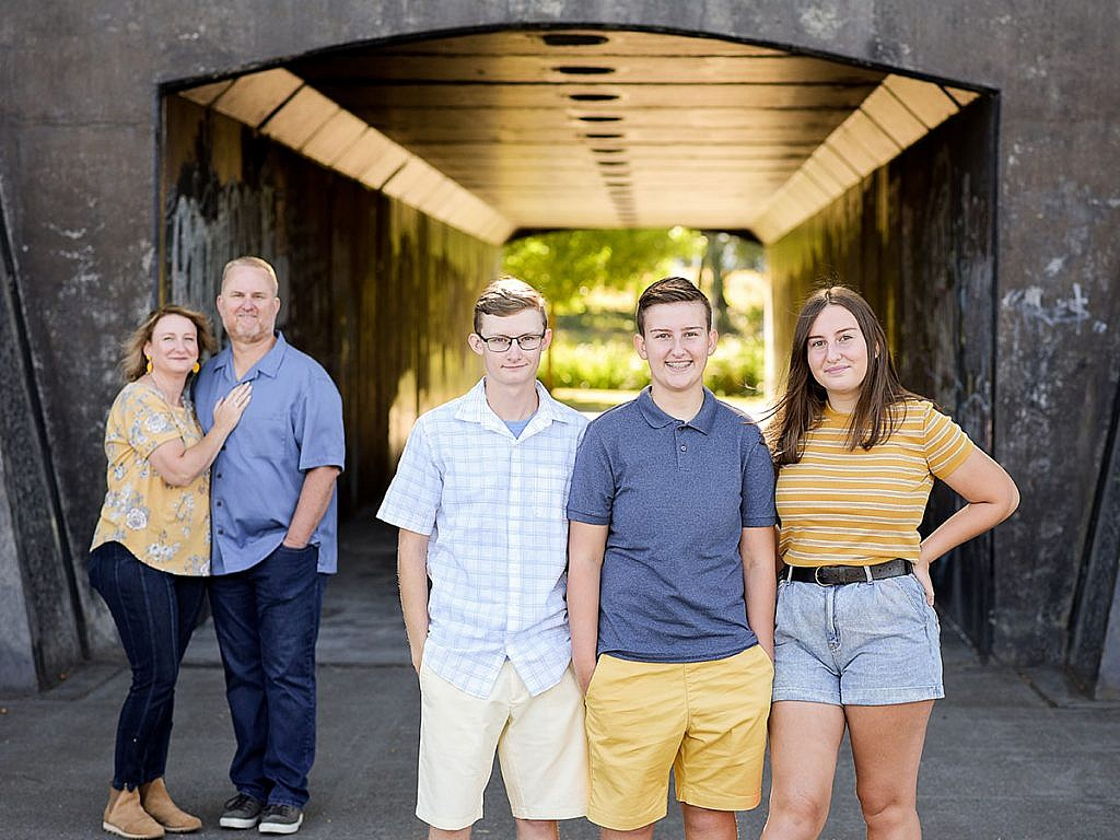 family-pictures-teens-family-of-five-portland-oregon