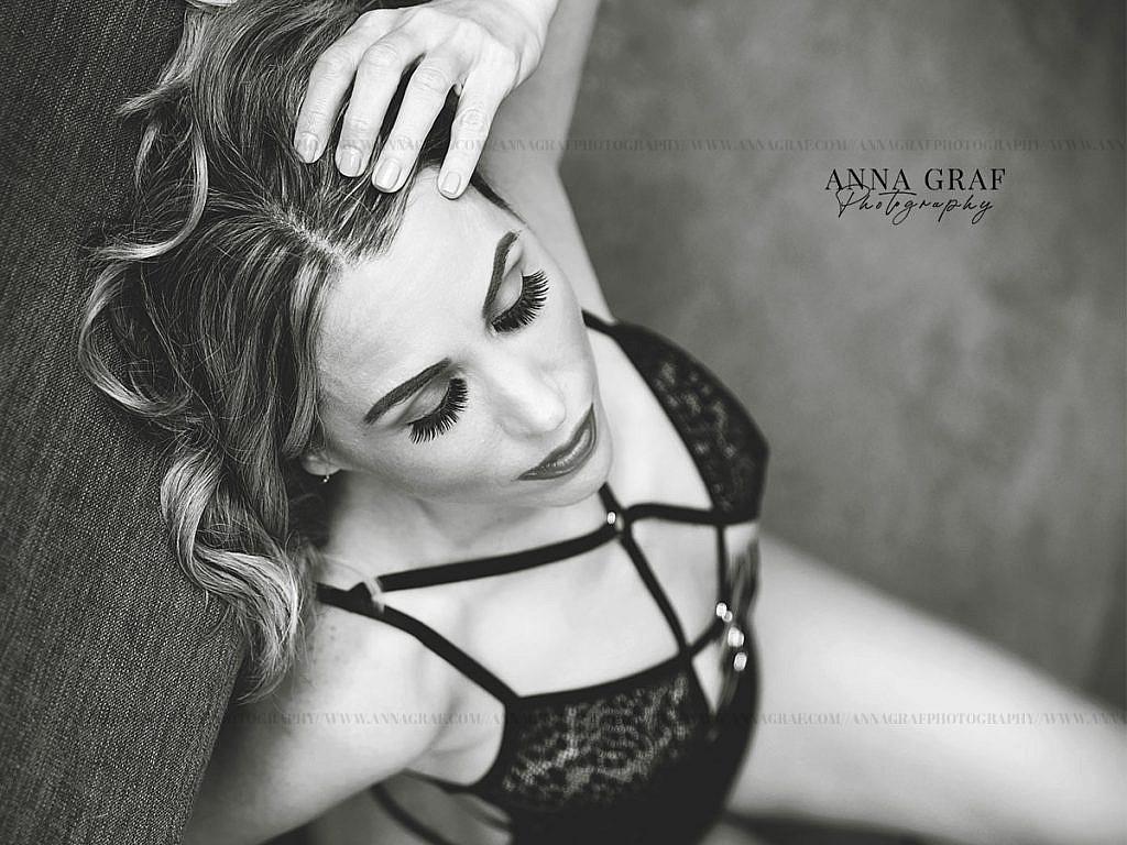 Portland-Boudoir-Dash-Session-with-Anna-Graf-Photography-04